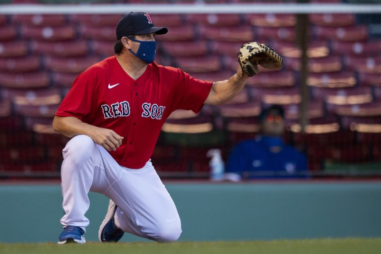 Jason Varitek back in catcher's gear for spring training (VIdeo)
