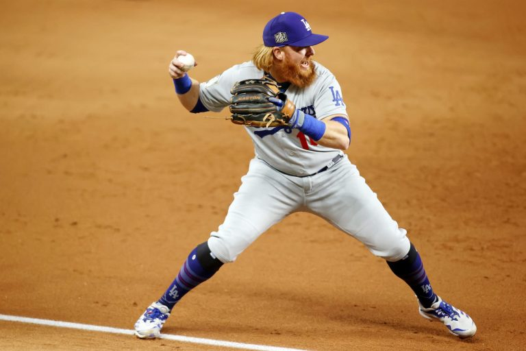 Brewers still chasing Justin Turner?
