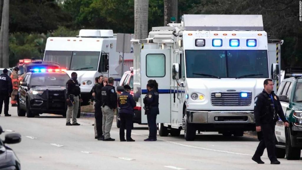 Two FBI agents killed and others injured in shootout in Sunrise, Florida