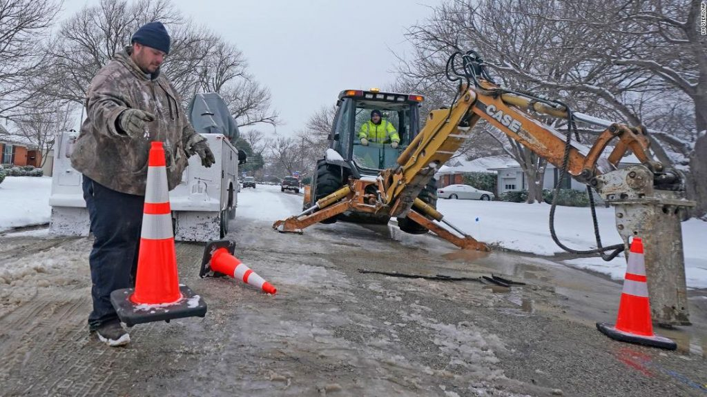 Another battle Texans wage as they deal with the winter weather: Water