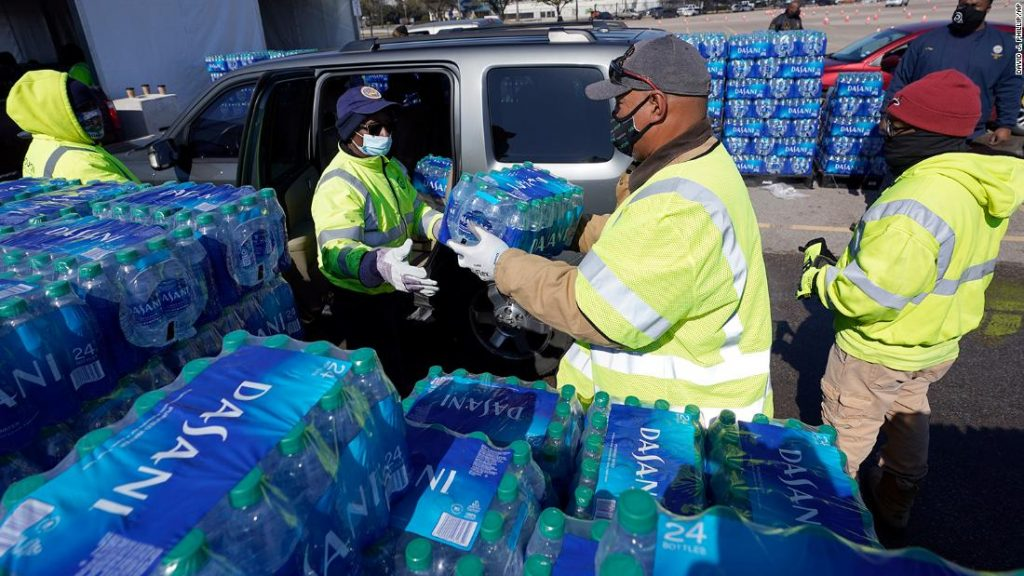 Texas outages: About half of Texans still have issues with their water supply