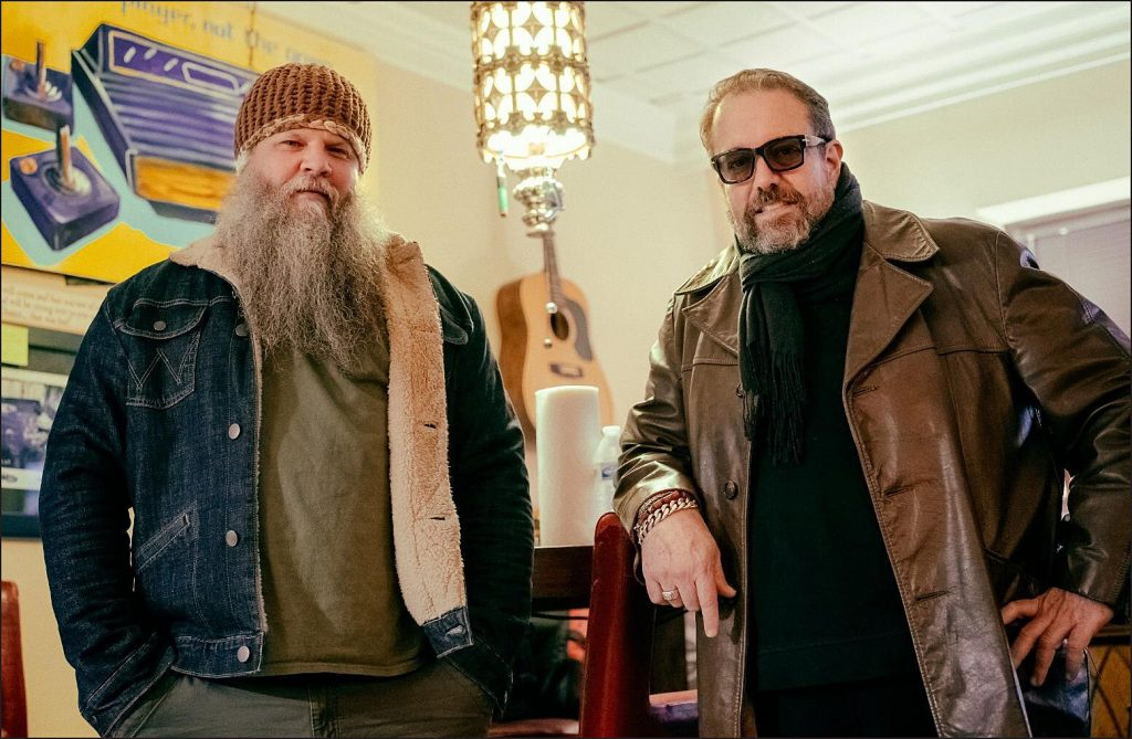 Jamey Johnson and Raul Malo Sing 'To All the Girls I've Loved Before'