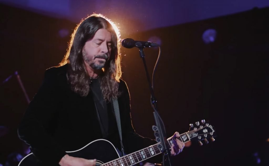 Dave Grohl Talks Emailing With Bowie, Foo Fighters Perform on 'Fallon'