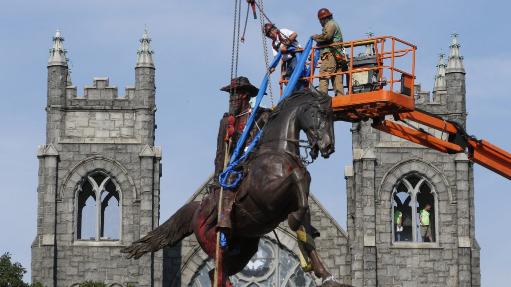 Nearly 100 Confederate Monuments Removed In 2020, Report Says; More Than 700 Remain : NPR