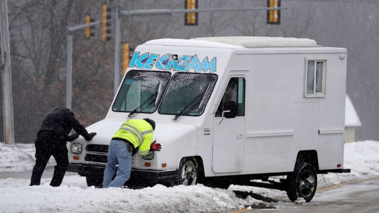 Snow moves into the Northeast; brutally cold air to persist over Midwest all week