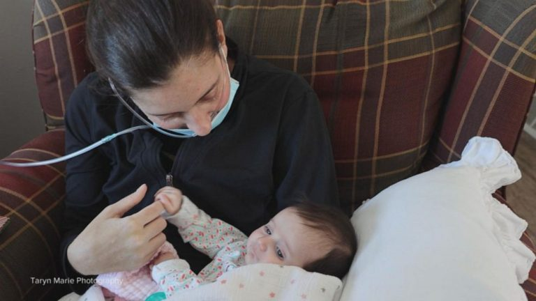 Mother finally meets child 3 months after giving birth, surviving COVID-19