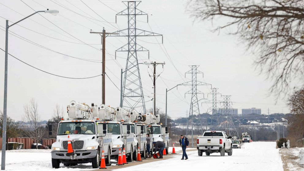 Texas' power outages, water shortages put bigger strain on hospitals