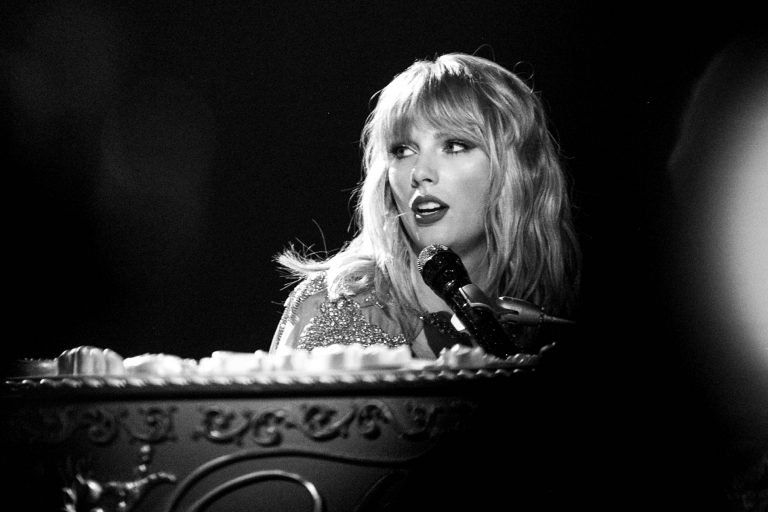 LOS ANGELES, CALIFORNIA - NOVEMBER 24: (EDITORS NOTE: Image has been converted to black and white) Taylor Swift performs onstage at the 2019 American Music Awards at Microsoft Theater on November 24, 2019 in Los Angeles, California. (Photo by Emma McIntyre/AMA2019/Getty Images for dcp)