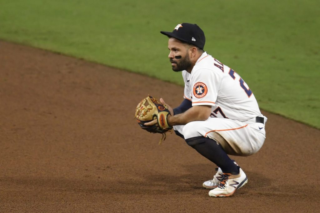 Jose Altuve gets incredibly unlucky, lines into triple play with bases loaded (Video)