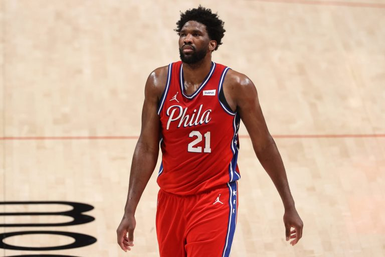 Joel Embiid suffers scary knee injury against Wizards