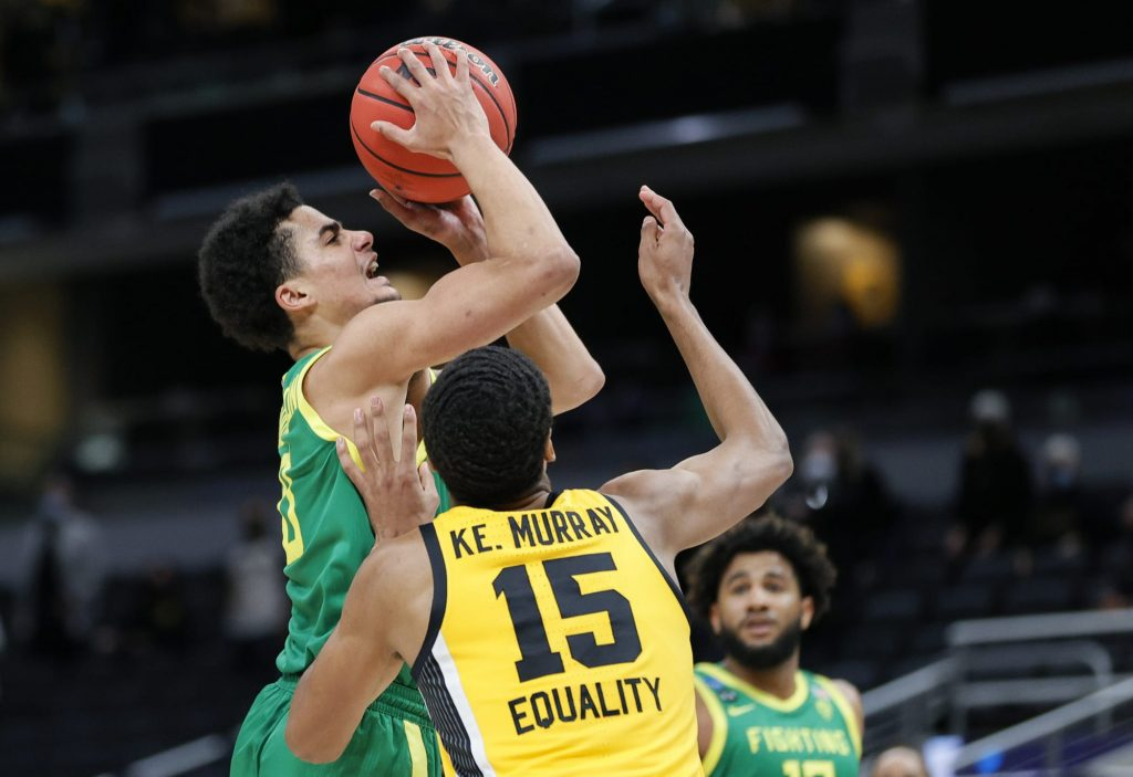 Oregon's rout of Iowa latest example of Pac-12 flexing in March Madness