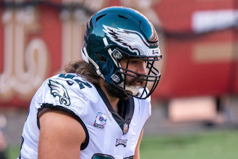 Jason Kelce signs new contract, pumps up fans on Instagram