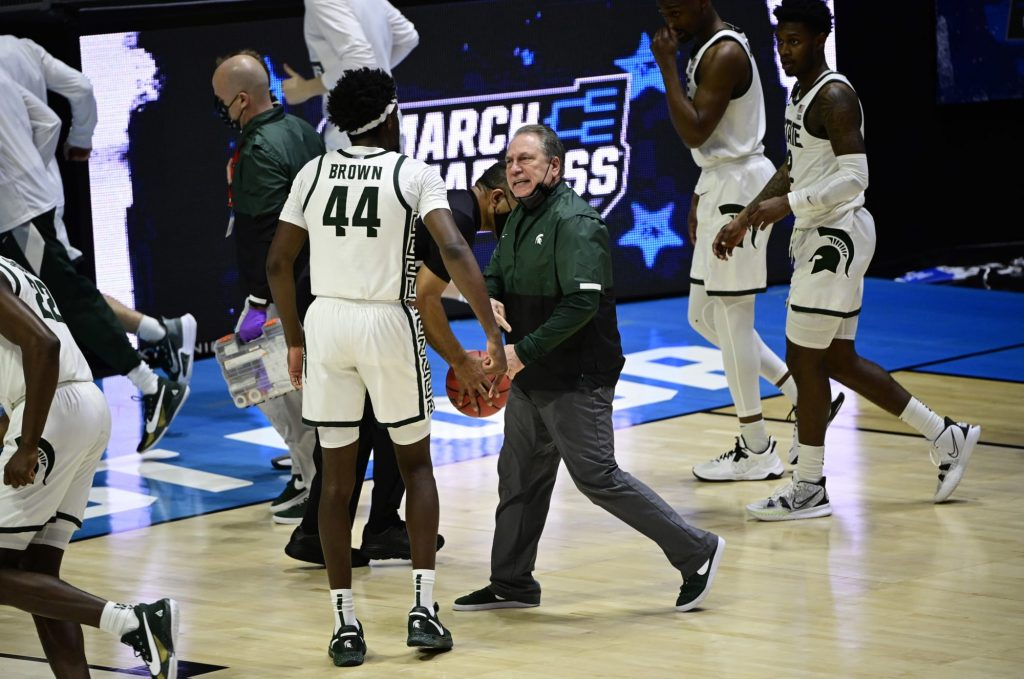 Tom Izzo and Gabe Brown get in shouting match at halftime (Video)