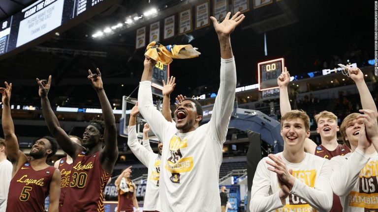 Loyola Chicago stuns No. 1 seed Illinois to advance to Sweet 16
