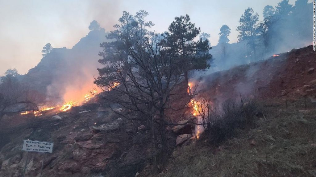 South Dakota Schroeder Fire forced hundreds of evacuations while other blazes have shut down Mount Rushmore