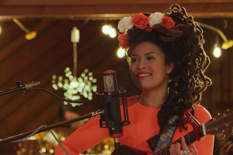 Valerie June Plays 'Call Me a Fool' on 'Late Night With Seth Meyers'