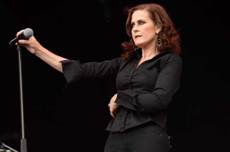 Alison Moyet Gets AstraZeneca Jab, Praises 'Brilliant Efficient Service'
