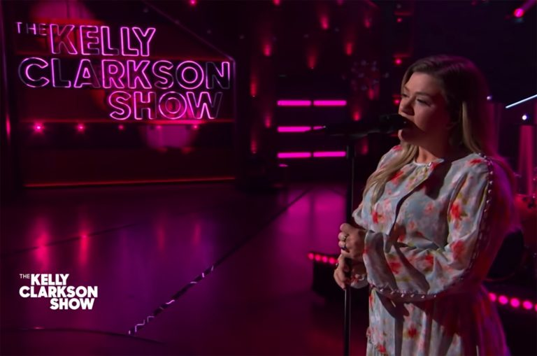 Kelly Clarkson Covers Kings of Leon's 'Use Somebody'