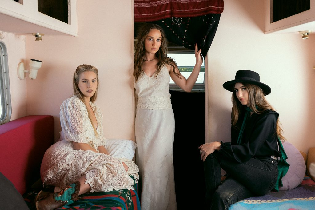Lana Del Rey, Zella Day, Weyes Blood Cover Joni Mitchell's 'For Free'