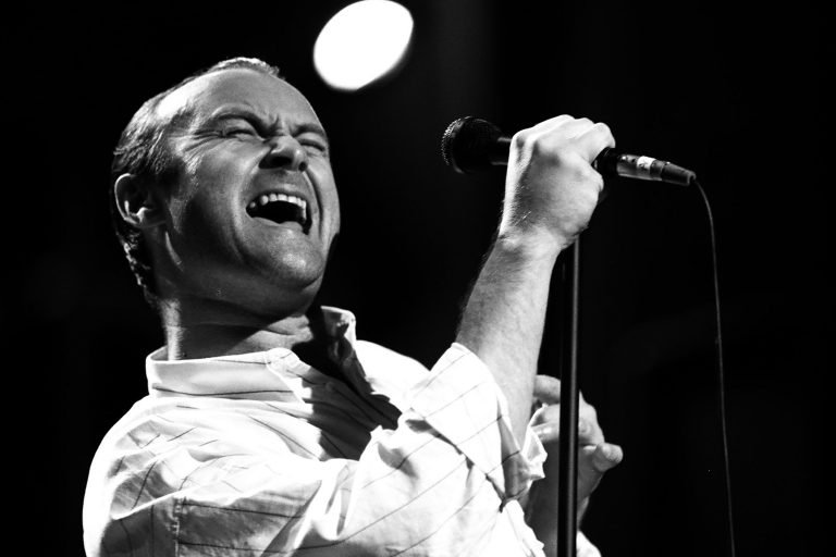 Phil Collins Sings 'All I Need Is a Miracle' With Eric Clapton in 1989