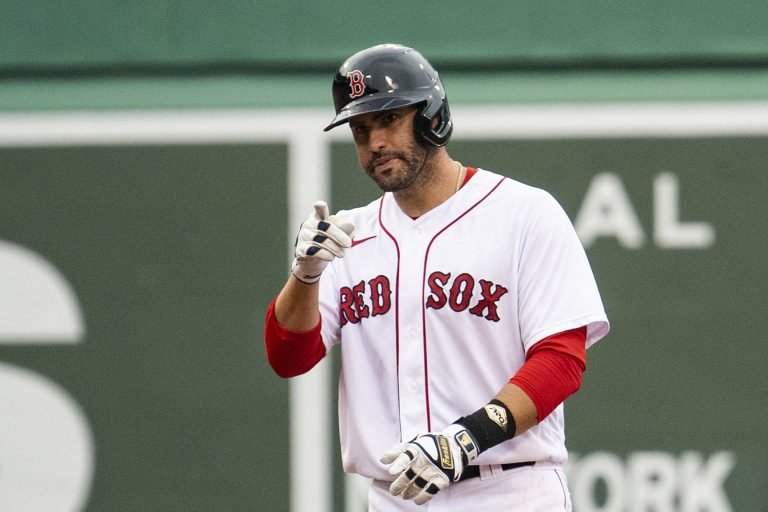 J.D. Martinez's scorching start continues with walkoff double (Video)
