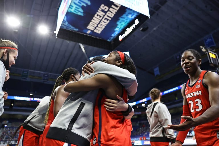 College basketball fans react to Wildcats shocking upset
