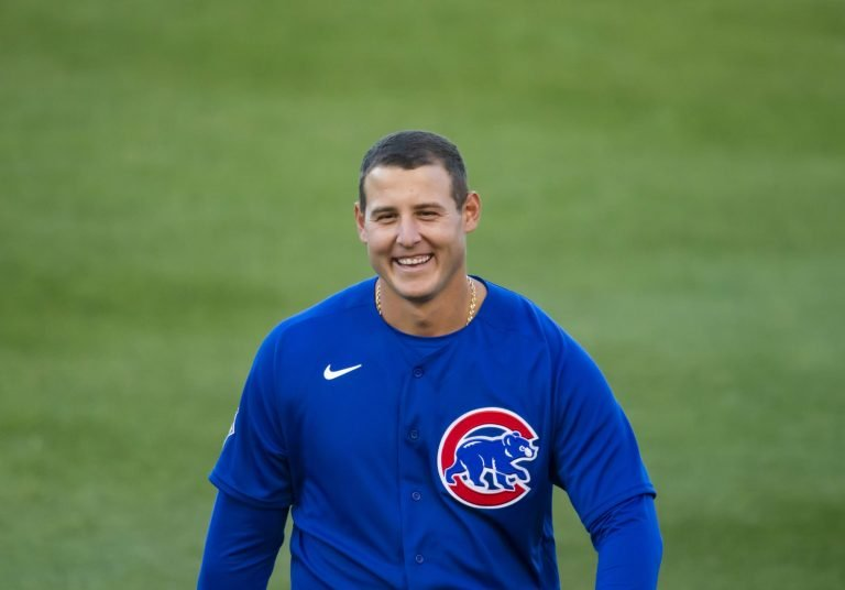 Anthony Rizzo and Freddie Freeman engage in hilarious pickle (Video)