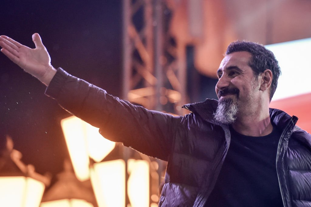 Serj Tankian, the Armenian-American leader of the band System of a Down, gestures to the crowd gathered at Yerevan's Republic Square on May 7, 2018. (Photo by Sergei GAPON / AFP)        (Photo credit should read SERGEI GAPON/AFP via Getty Images)
