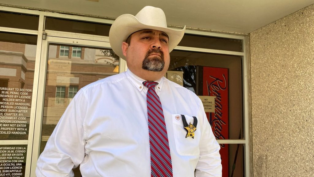 Human Smugglers, Undocumented Immigrants Bedevil Sheriffs And Ranchers In Texas : NPR