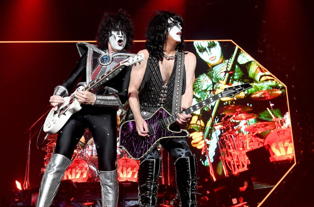 Tommy Thayer and Paul Stanley of Kiss