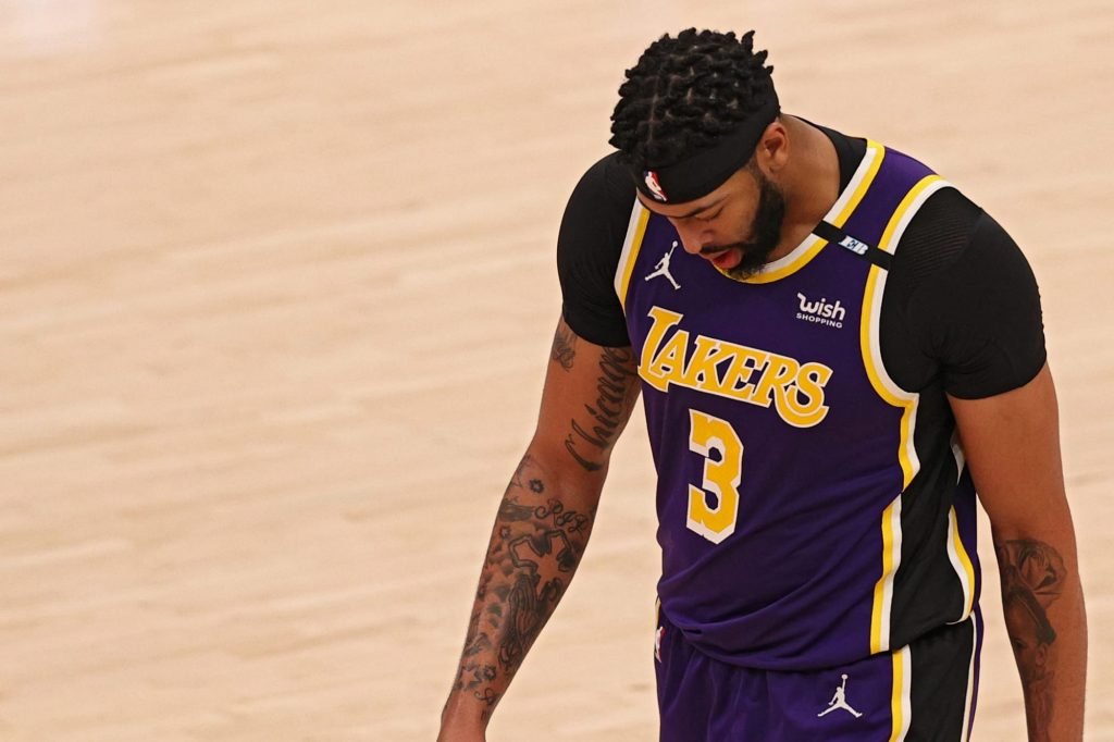Los Angeles Lakers fans freaking out about another Anthony Davis injury