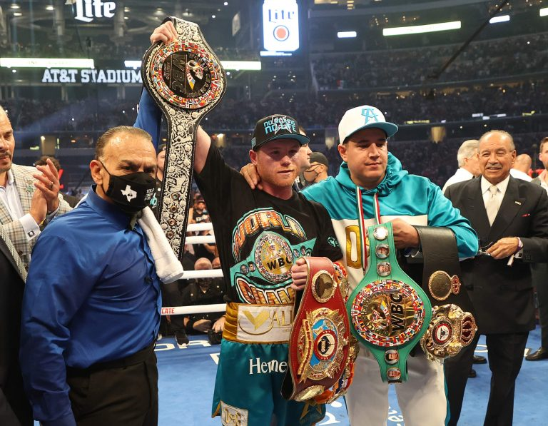 Canelo Alvarez ahead on scorecards at time of stoppage over Saunders