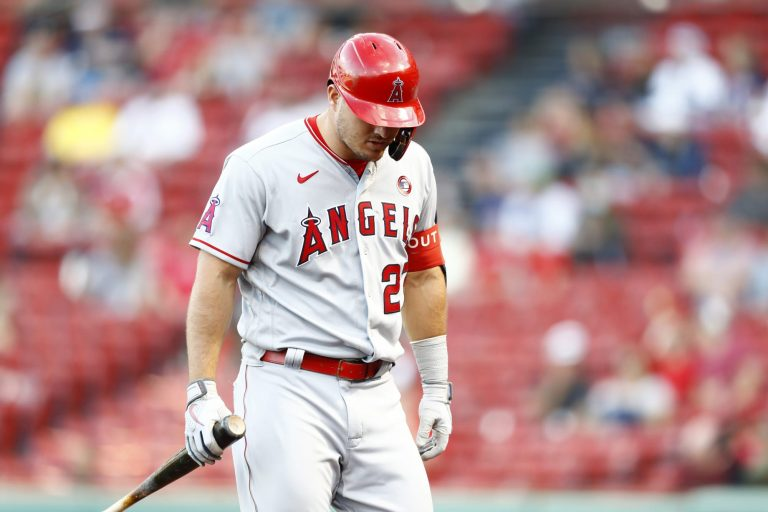 Mike Trout leaves Angels game with right calf strain (Video)