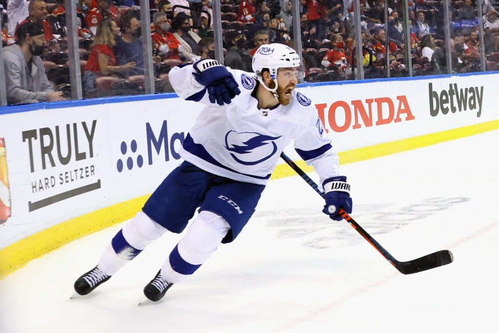 Brayden Point's late heroics clinch Game 1 win for Lightning (Video)