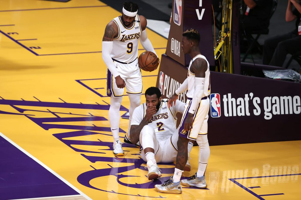 Refs completely screwed Lakers on late no-call against Dennis Schroder