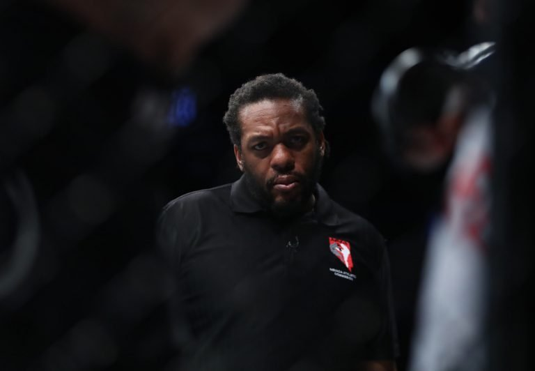 No, Herb Dean didn't curse while officiating Greene vs. de Lima