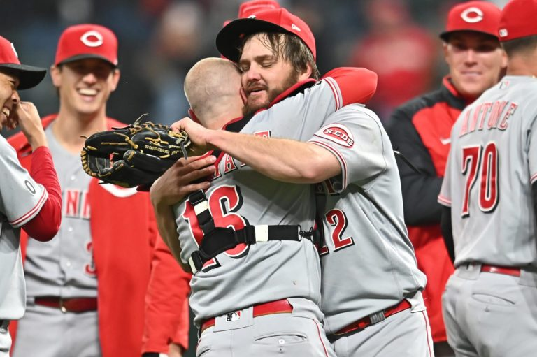 Baseball world reacts to Wade Miley's no-hitter against Indians