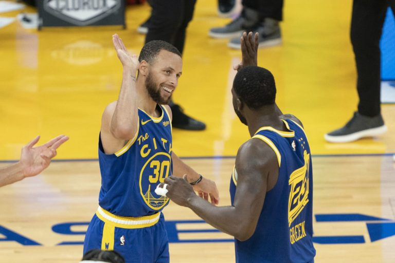 Steph Curry drills game-winning 3 to hold off Jazz comeback (Video)