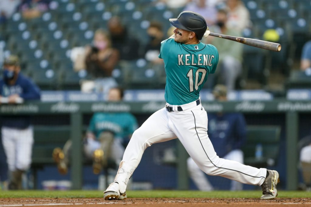 Jarred Kelenic's first major league hit is a home run to right-center field