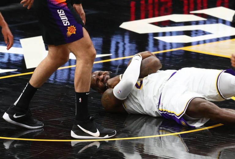 NBA fans once again roast LeBron James after suffering an apparent injury