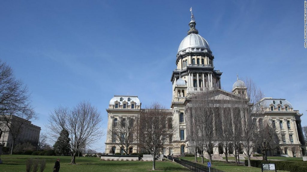 Illinois lawmakers pass a bill banning police from deceiving juvenile suspects during interrogations