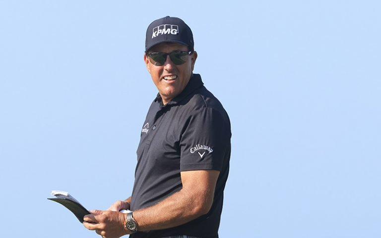 Mickelson, Oosthuizen share 36-hole lead