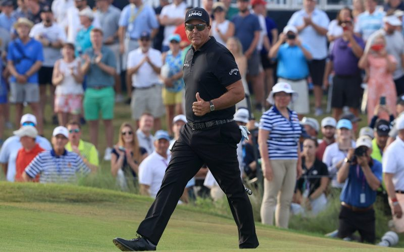 The PGA Championship Tonight: Mickelson holds one-shot lead