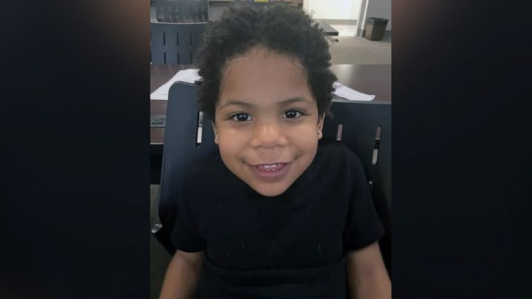 Police locate parents of 3-year-old found wandering alone saying he 'left mommy's house'
