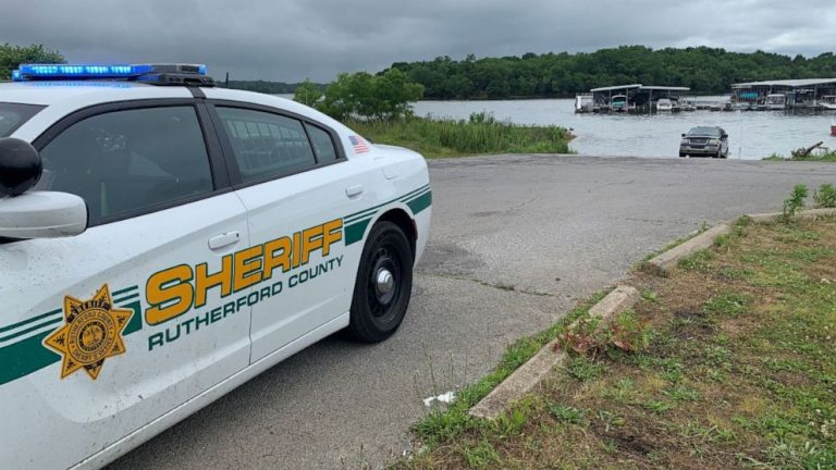 At least 1 dead after plane crashes into lake in Tennessee with 7 people aboard