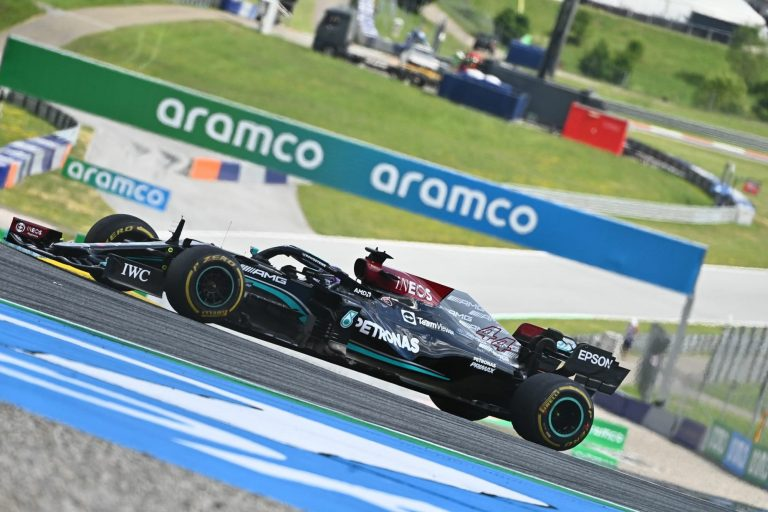 What does blue flag mean in F1?