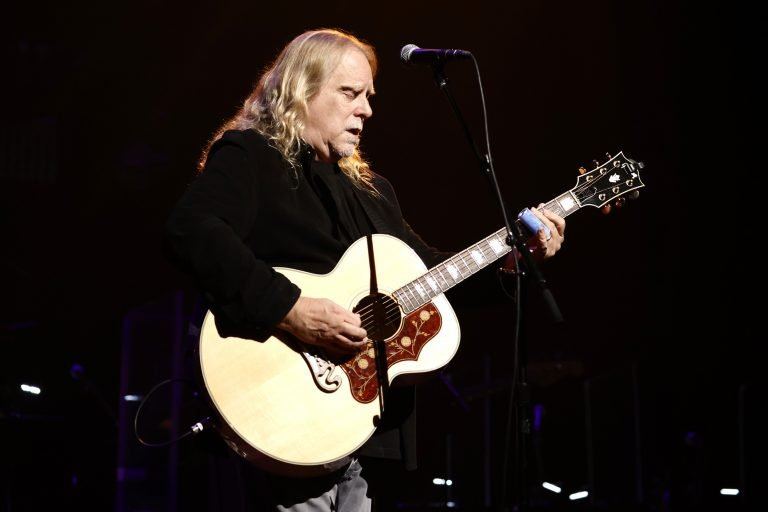 Warren Haynes, Robert Randolph Cover 'Can't You See' at Love Rocks NYC