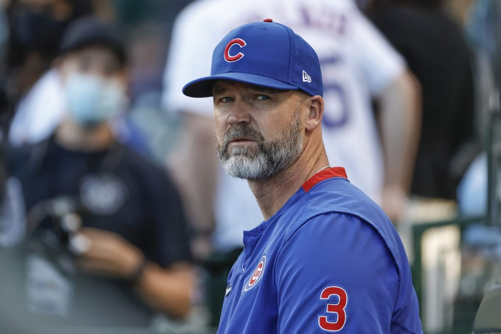 David Ross has to step between Anthony Rizzo and Willson Contreras