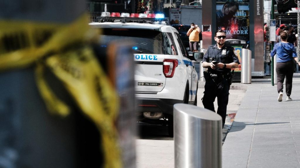 Police presence in Times Square to be beefed up after recent shootings, New York City's mayor says