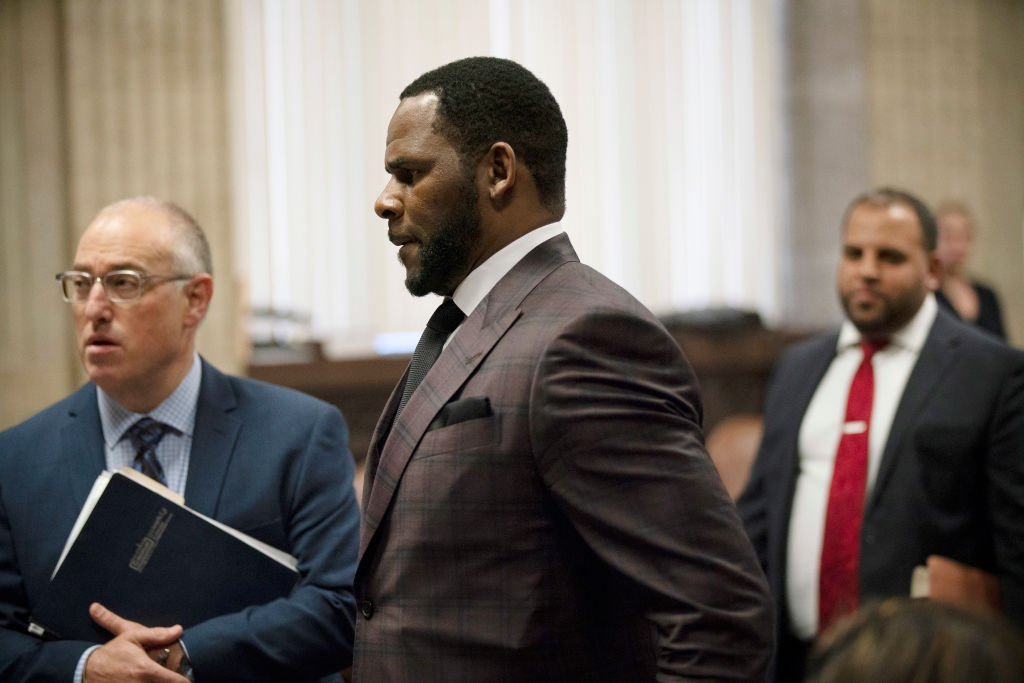 CHICAGO, IL - JUNE 26: R&B singer R. Kelly (C) appears at a hearing before Judge Lawrence Flood at Leighton Criminal Court Building June 26, 2019 in Chicago, Illinois. Prosecutors turned over to Kelly's defense team a DVD that alleges to show Kelly having sex with an underage girl in the 1990s. Kelly has been charged with mulitiple sex crimes involving four women, three of whom were underage at the time of the alleged encounters. (Photo by E. Jason Wambsgans-Pool/Getty Images)